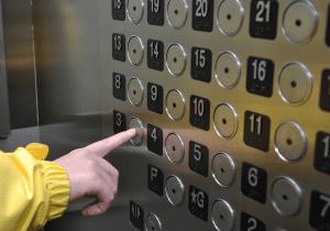 エレベーター4階