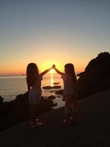 夏休みに由良海岸で見た夕日は心の栄養になりました(山形県鶴岡市で)