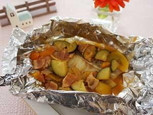 ヨミドクター 給食アレンジレシピ 白身魚とズッキーニのホイル焼き20160826_F-300-225