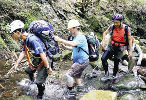 登山楽しむ視覚障害者…チームで助力、開放感満喫