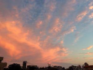難しい決断をした日は空を見上げるようにしています。空はみんなとつながっていますから