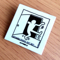 キース・ヘリングがシンボルマークを描いたカミングアウト・デイのバッジ