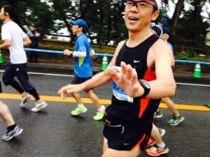 第1回福岡マラソンを走る筆者(2014年11月)