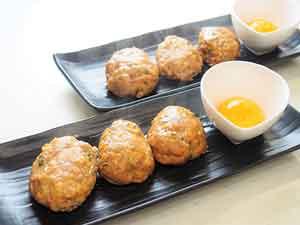 ヨミドクター アスリートレシピ 鶏と豆腐のふわふわつくね 卵黄添え20170327_F-300-225