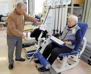 高齢者が介護ボランティア…自身も体力回復、介護費削減に