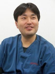 「これまでの古い構造を変えないと、医療はもうもたない」と語る坪倉さん