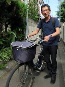 五島さんは自転車で地域の120軒を回る