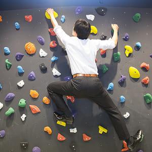 フリークライミングで「見えない壁」越えられるか…立ち塞がるのは「心の壁」