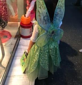 保育園のハロウィンパレードに参加した娘です