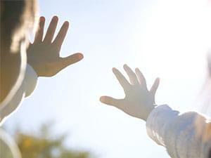 ヨミドクター 20171214-w心療眼科医 ダウン症の子どもの目を守るには…「生存権」から考えるakakura300-225