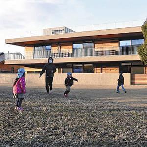 待機児童対策で規制緩和、「公園内保育所」広がる