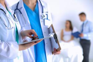 「ゆっくり進行する疾病」は「あまり進行しない病気」?…医師教育の問題点