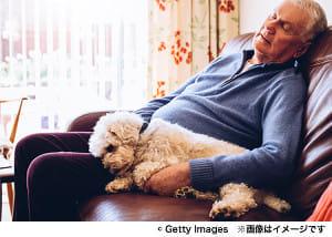 長時間の昼寝が認知症リスクに