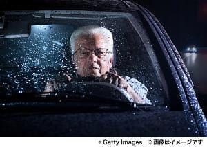 高齢者は赤信号で「怒り」を蓄積