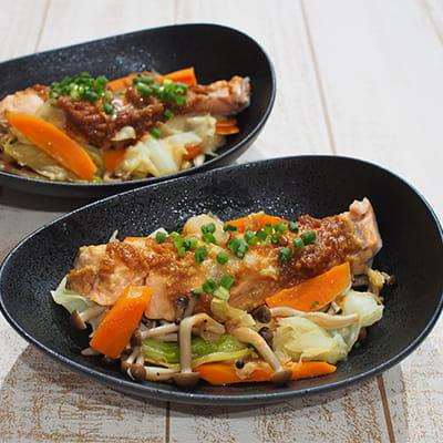 秋サケと野菜のみそバター蒸し