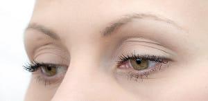 「まぶたの違和感」「目やに」の訴え……まれに視野異常が原因のケースも