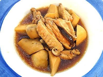 サトイモと手羽中の軟らか煮物