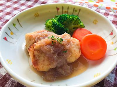 食べやすい揚げ鶏のオニオンソース