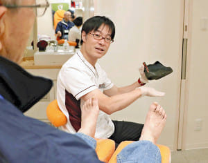 足のトラブル 専門診療…福岡の医院「健康の要 知らせたい」