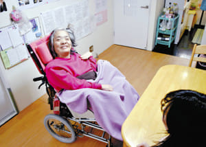 重度障害者も一人暮らし…「自立生活センター」各地に