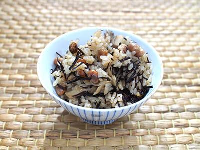 煎り大豆とひじきの炊き込みご飯