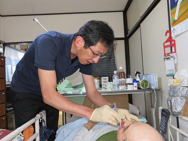 入れ歯を調整することで、元気を取り戻すことも。それが、訪問診療のやりがいです