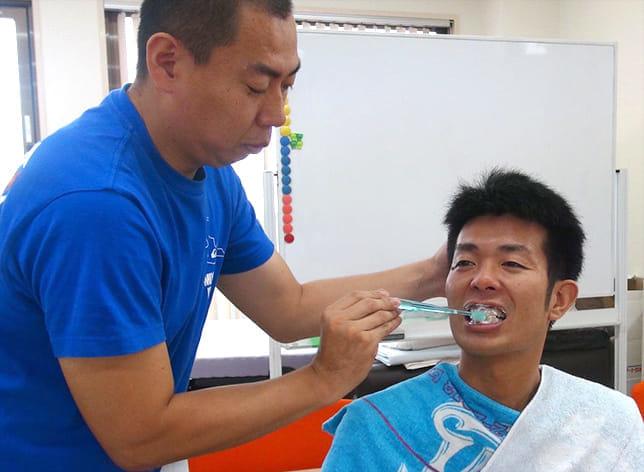 授業中に「えっ!」と大声 「介護って、手助けすることやなかったんや!」…久々の勉強に目の奥痛っ!