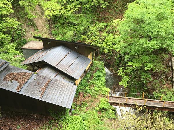 雪国の山が芽吹く頃に、子宝温泉へ(新潟・栃尾又温泉)