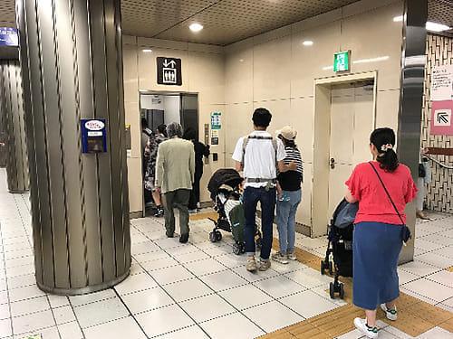 移動に困難がある人がエレベーターなどをスムーズに使えるよう配慮しましょう
