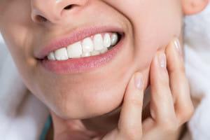 ストレスで寝ながら食いしばり、奥歯が粉々に…同居家族の介護ストレスを減らすには