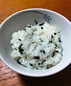 「ごはんの中にアリがいる……」 認知症をめぐる「食事の困りごと」にどう向き合うか(1)