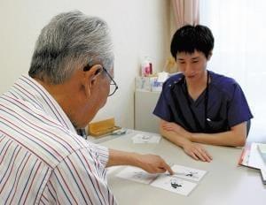 支える言語聴覚士(4)補聴器 高齢者に安心感