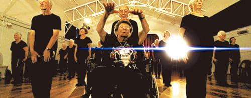平均年齢83歳のダンスグループに若者が大喝さい!…『はじまりはヒップホップ』