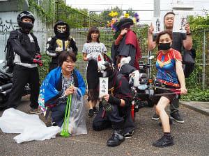 渋谷「ファイヤー通り」に出没 怪しいゴミ拾いヒーローたちの正体は?
