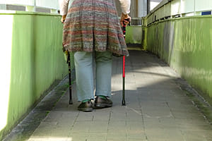 超高齢化を迎えるにあたり転ぶことが許容される社会を
