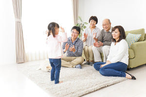 父母兄弟に糖尿病の家族歴がある女性で骨密度が増加