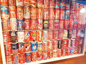 集めたコーラの空き缶は見たこともないものばかり