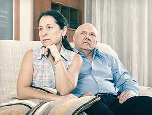 妻の忘年会に「俺の飯は?」と聞く定年夫…遅いと携帯鳴らし続け「家庭内ストーカー」になる恐れも