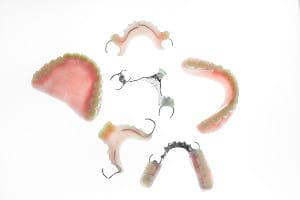 使い慣れた入れ歯は、修理して使おう