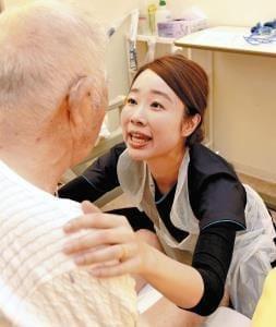 ユマニチュード(1)患者を尊重 動作で伝える