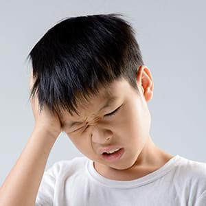 子どもにも「片頭痛」…吐き気・嘔吐伴いやすい