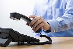 職場の電話が鳴ると胸が苦しく…若者に広がる「固定電話恐怖症」って?