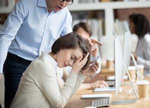 子育て中の同僚のフォローで疲れ果てたシングル女性 上司も頼りにならず…幸せの鍵は?