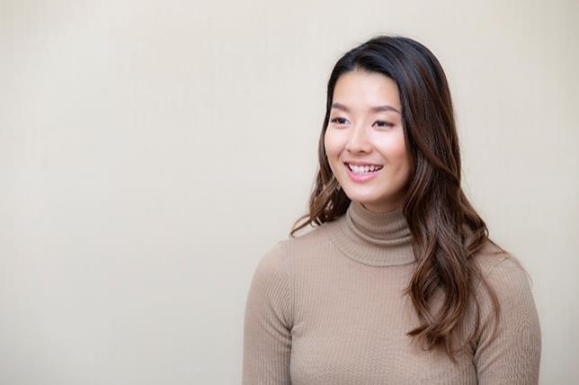 [女優・歌手 すみれさん](上)天然キャラは「カタコトだった日本語のせいで」 歌や舞台は「パパも応援してくれます」