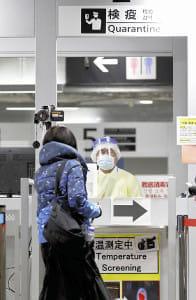 防護服で検疫、機内はガラガラ…入国制限で中韓ビザ280万件無効に