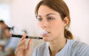 加熱式たばこ、若年者で増加