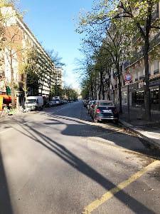 車も歩行者も減ったパリ市内