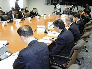 知事ら16人が「3密」会議、職員の1人「皆危機感が足りない」