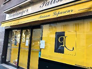 パン屋は営業を続ける店が多いが、ここは珍しく休業中