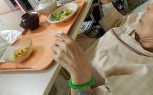 食事の配膳も面会を終える良いタイミング